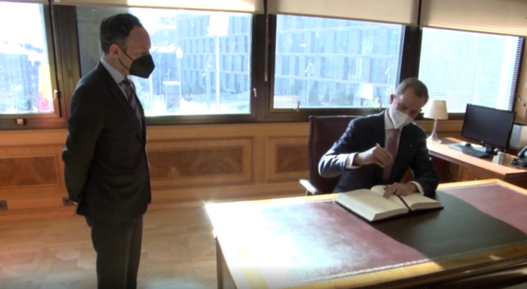 El cap de Govern, Xavier Espot, rep al rei Felip VI a l'edifici administratiu