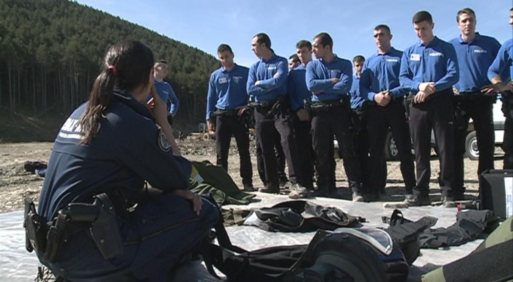 Sis mesos de formació per ser policia