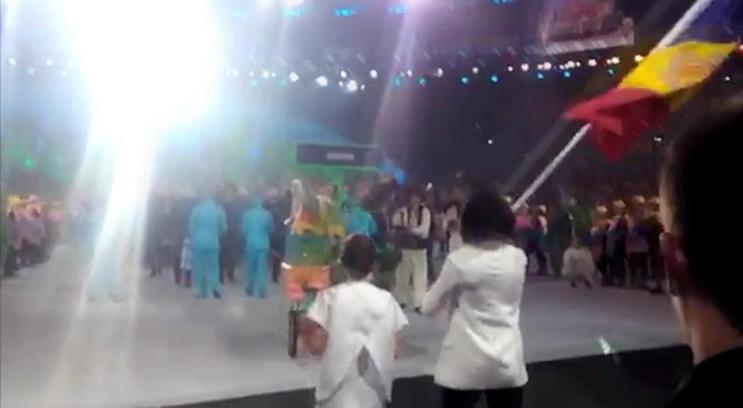 Així viuen els atletes la desfilada olímpica a Rio des de dins