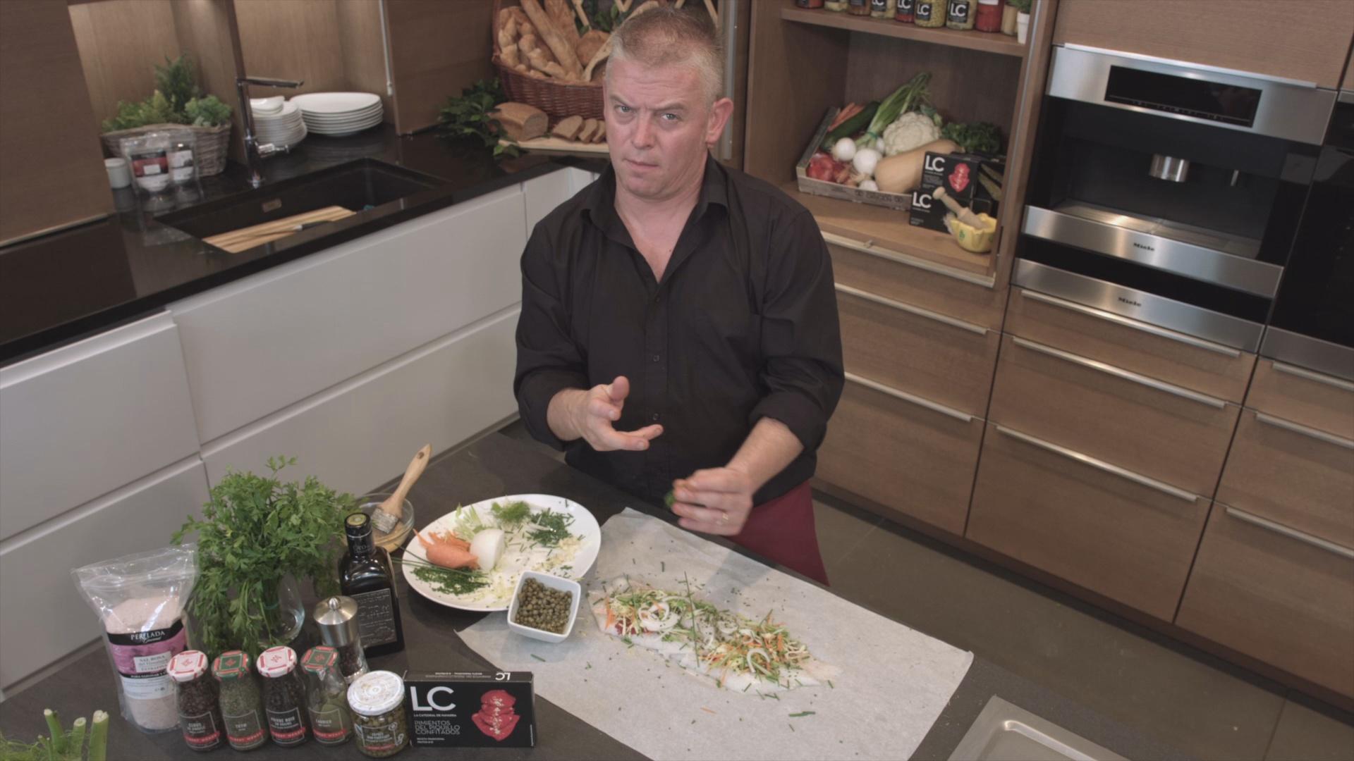 Lluç de palangre a la papillota amb verduretes i cloïsses