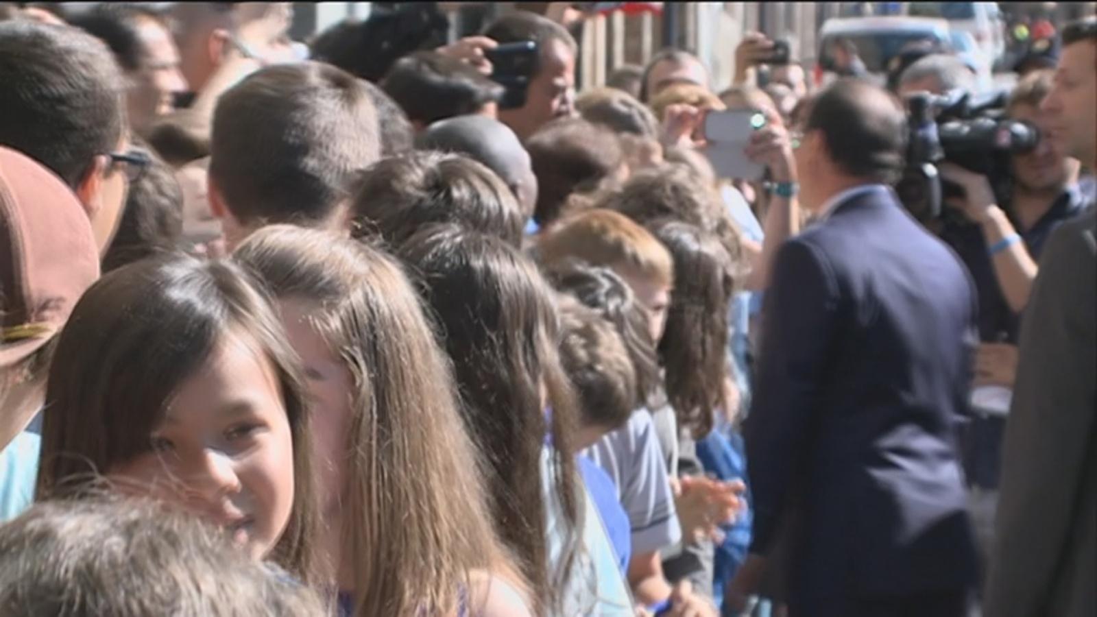 El Copríncep francès visita el Lycée i conversa amb els alumnes