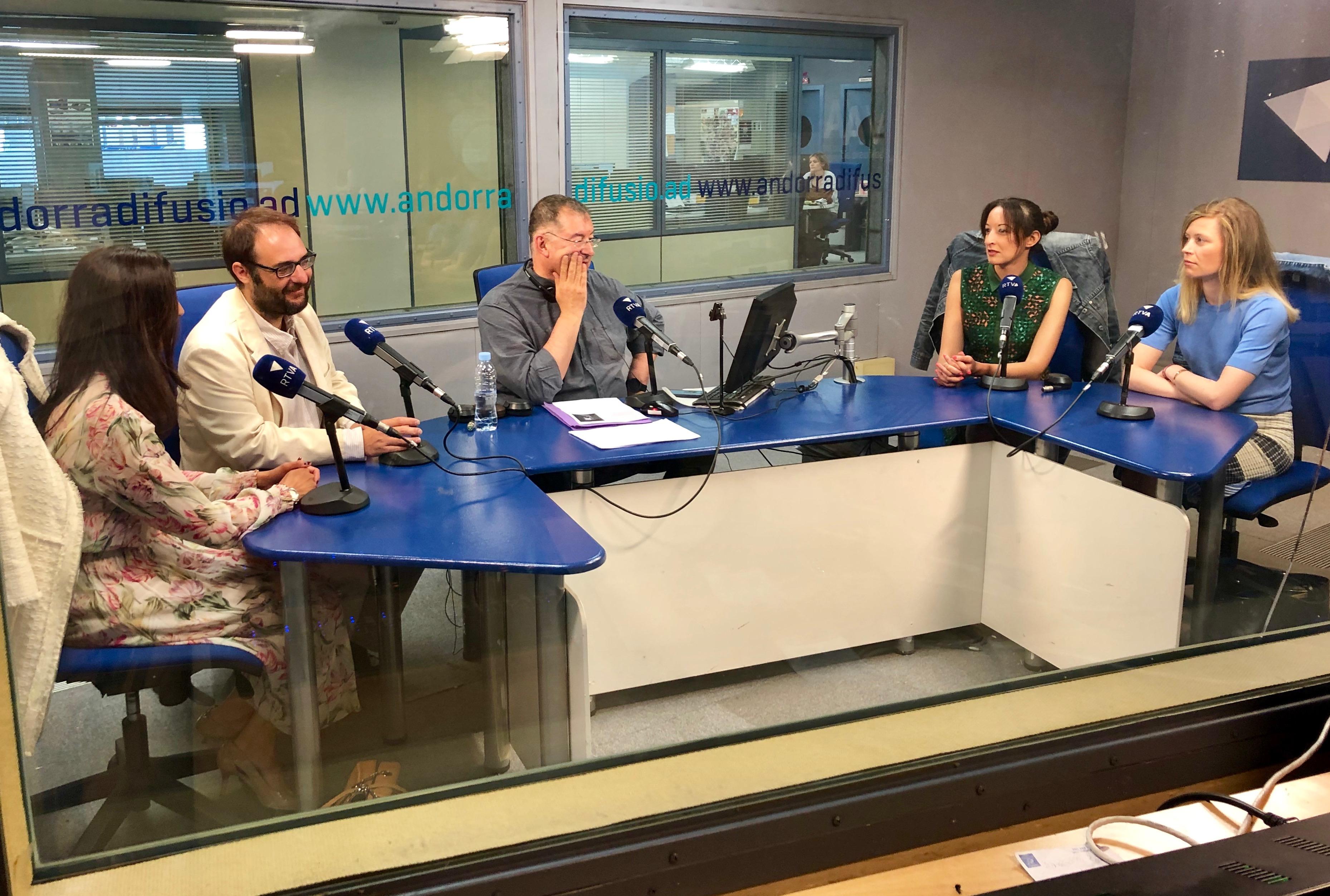 El café del Ara i aquí  amb Jessica Obiols, Alèxia Bernat, Sandra Vilanova i Ramon Tena