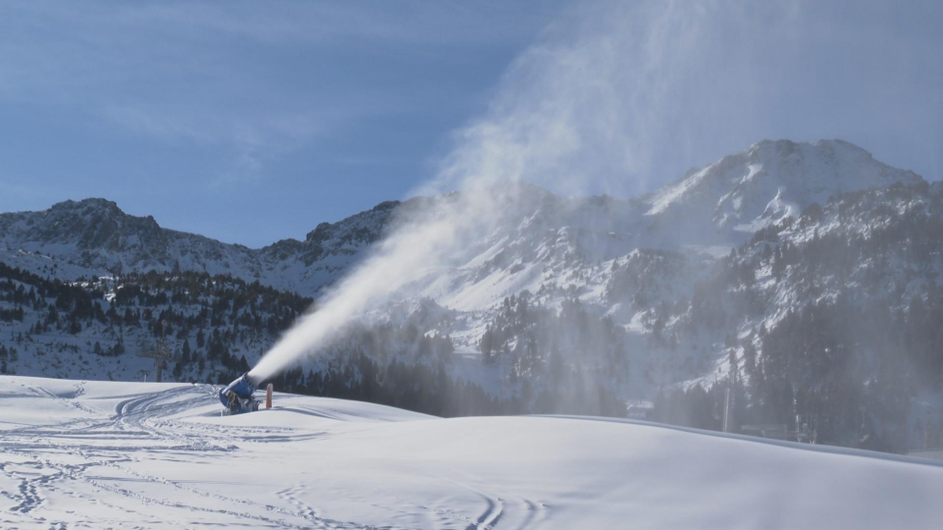 La lluita de les estacions d'esquí per mantenir la neu i fabricar-ne de cultiu