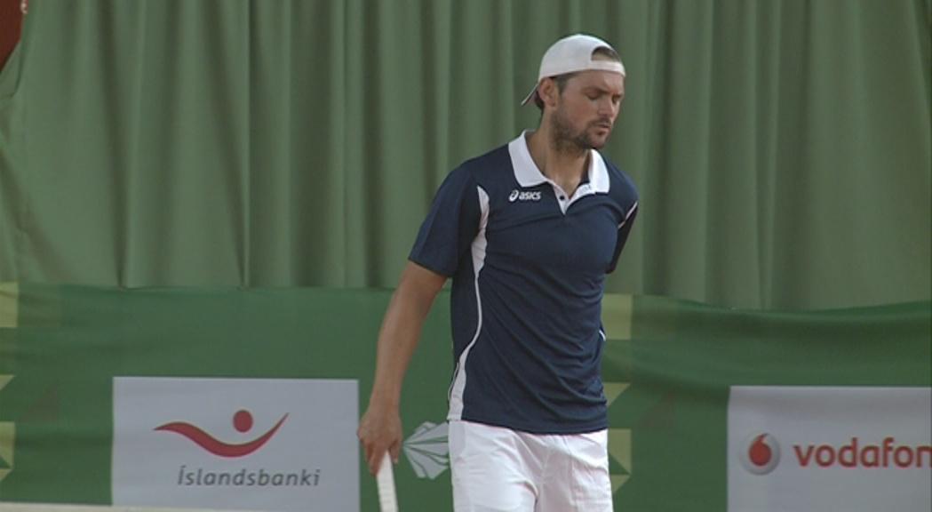 Jean-Baptiste Poux pateix una luxació al maluc i abandona els Jocs