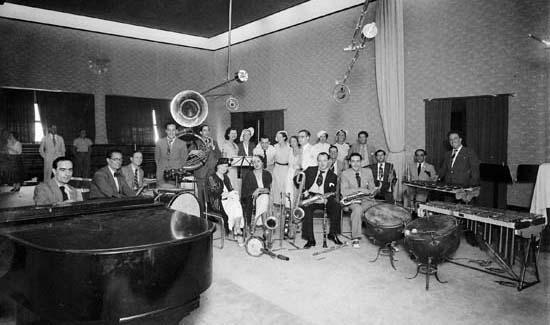 Reportatge: 90 anys de Ràdio Barcelona