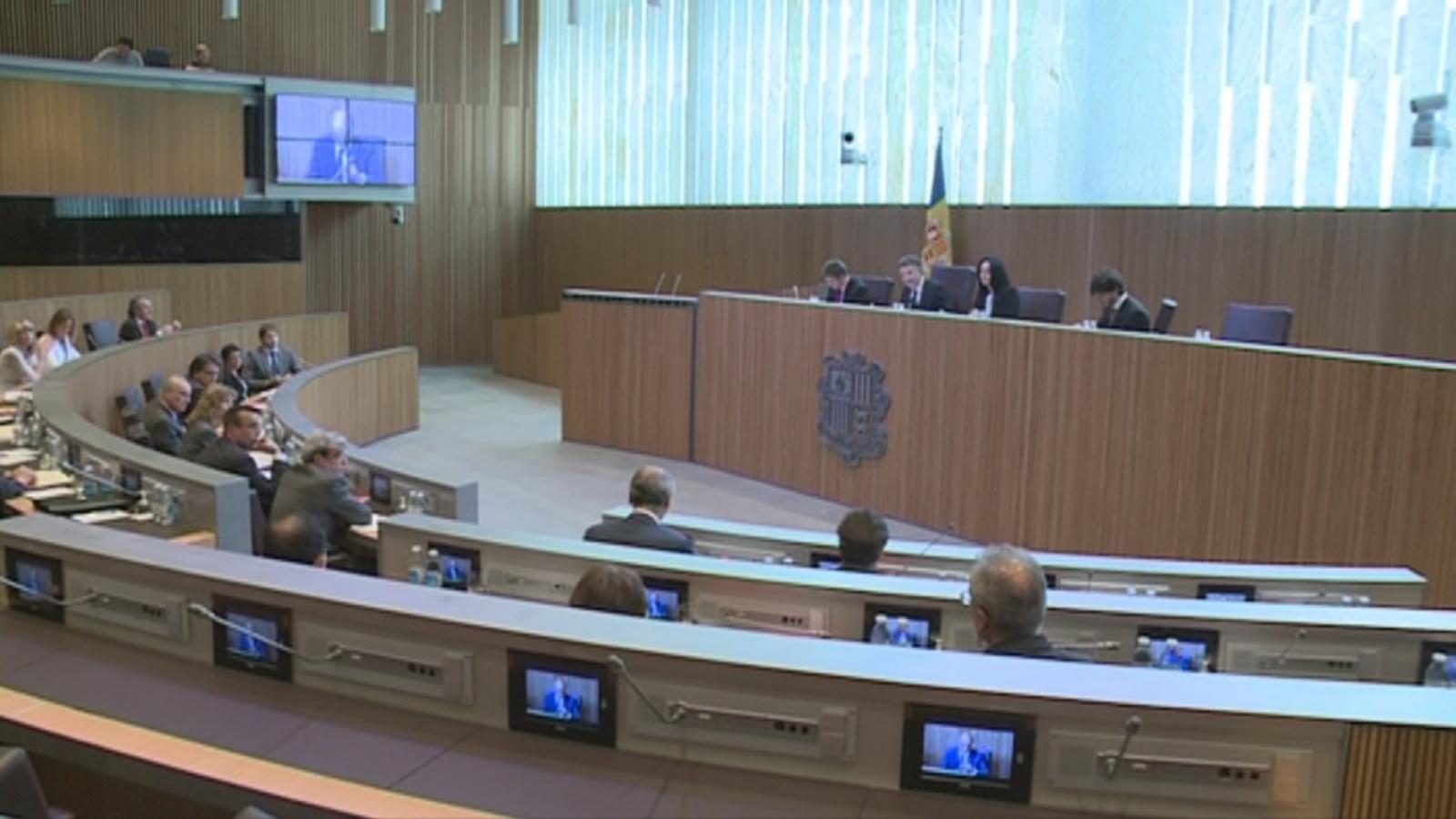 Els grups parlamentaris valoren la visita d'Hollande